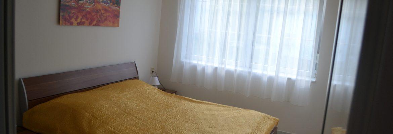 Spálňa s dvojpostelou